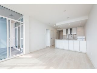 """Photo 5: 5101 4670 ASSEMBLY Way in Burnaby: Metrotown Condo for sale in """"Station Square"""" (Burnaby South)  : MLS®# R2351186"""