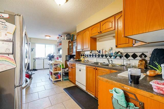 Photo 14: Photos: 6644 Canada Way in Burnaby: Burnaby Lake Multifamily for sale (Burnaby South)  : MLS®# R2527595