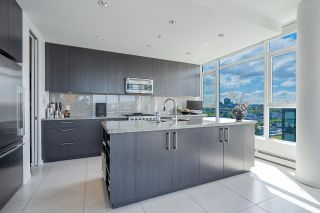"""Photo 8: 1702 1708 COLUMBIA Street in Vancouver: Mount Pleasant VW Condo for sale in """"Wall Centre False Creek"""" (Vancouver West)  : MLS®# R2580995"""