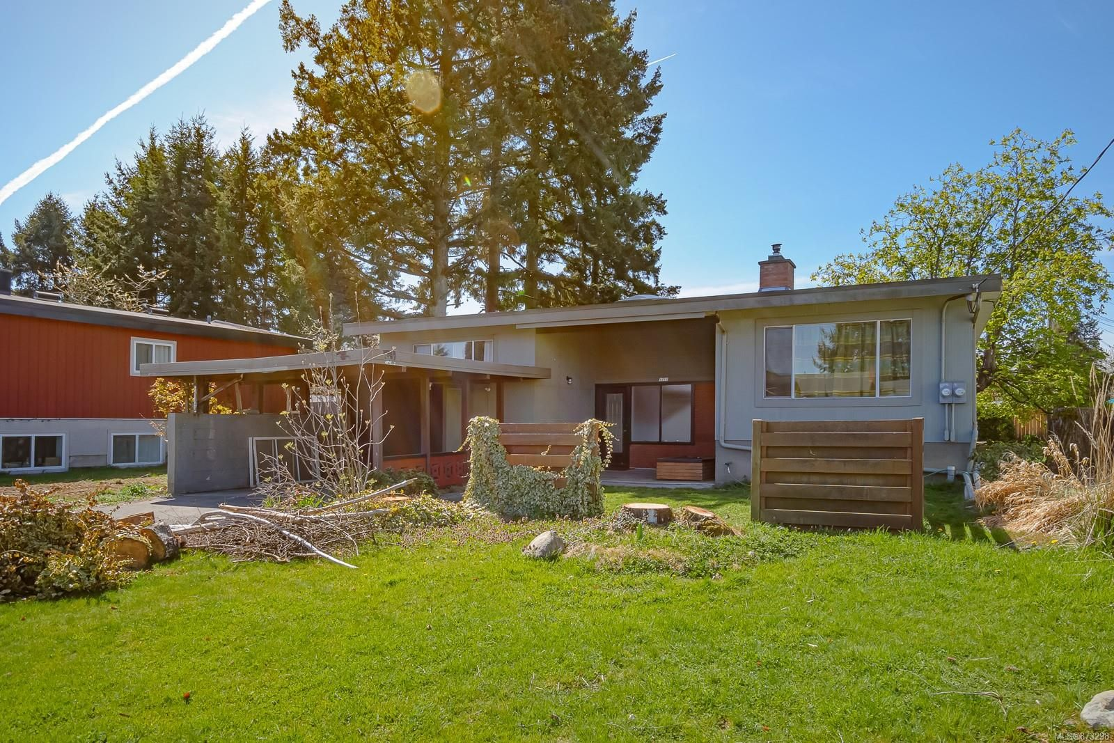 Main Photo: 1711 Fitzgerald Ave in : CV Courtenay City House for sale (Comox Valley)  : MLS®# 873298