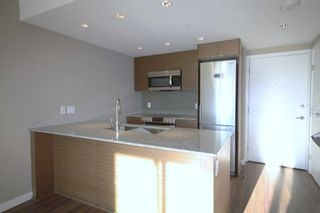 Photo 2: 609 135 E 17TH Street in North Vancouver: Central Lonsdale Condo for sale : MLS®# R2000306