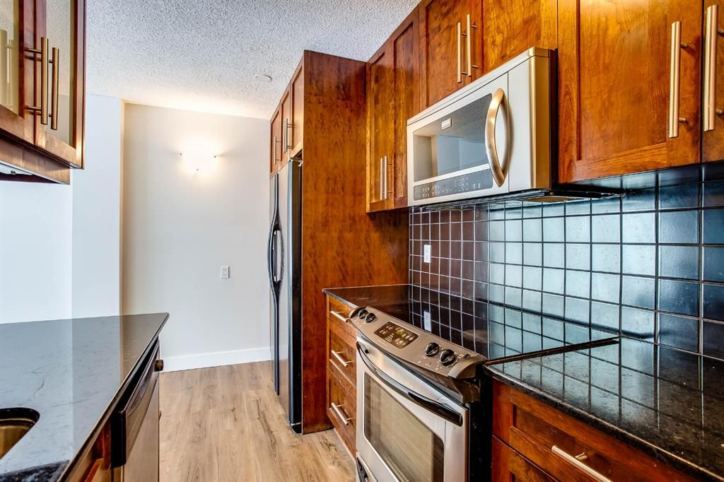 Main Photo: 202 2220 16a Street SW in Calgary: Bankview Apartment for sale : MLS®# A1043749