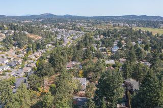 Photo 2: 1099 Jasmine Ave in : SW Strawberry Vale House for sale (Saanich West)  : MLS®# 883448