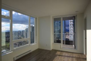 "Photo 2: 1902 5665 BOUNDARY Road in Vancouver: Collingwood VE Condo for sale in ""Wall Centre Central Park"" (Vancouver East)  : MLS®# R2355553"