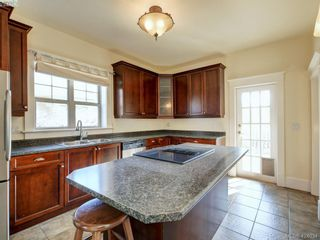 Photo 6: 1632 Hollywood Cres in VICTORIA: Vi Fairfield East House for sale (Victoria)  : MLS®# 837453