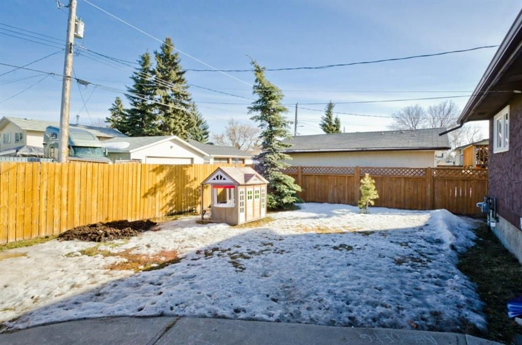 Main Photo: 6132 Penworth Road SE in Calgary: Penbrooke Meadows Detached for sale : MLS®# A1078757