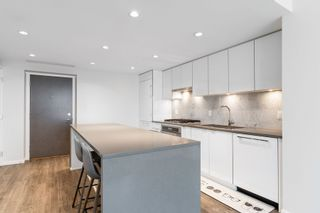 """Photo 6: 2705 5883 BARKER Avenue in Burnaby: Metrotown Condo for sale in """"ALDYNE ON THE PARK"""" (Burnaby South)  : MLS®# R2453440"""