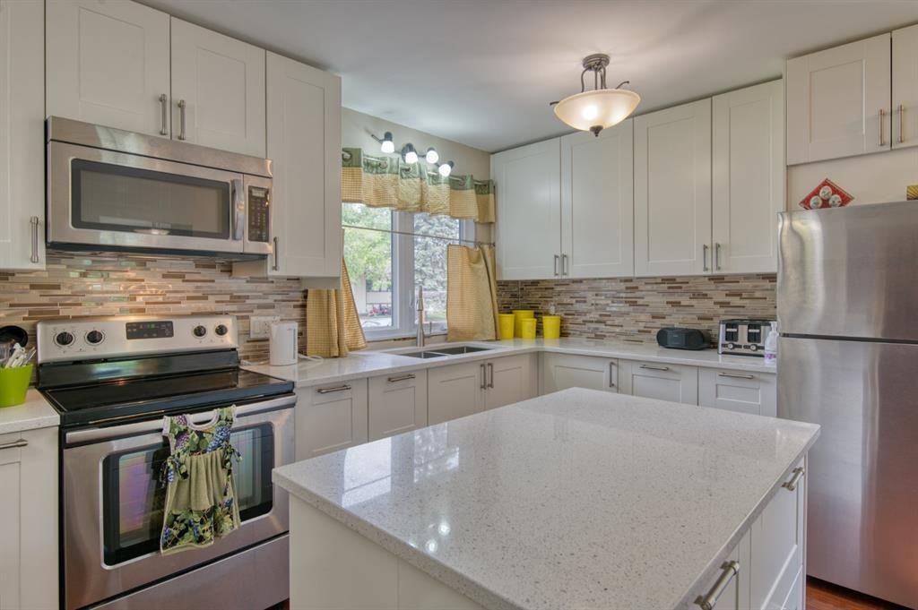 Main Photo: 323 5 Avenue: Strathmore Detached for sale : MLS®# A1116757
