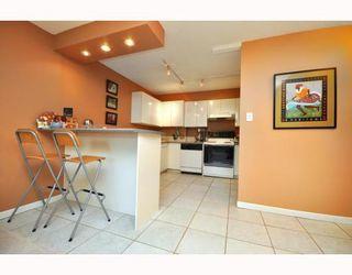 "Photo 5: 720 2012 FULLERTON Avenue in North_Vancouver: Pemberton NV Condo for sale in ""Woodcroft"" (North Vancouver)  : MLS®# V782754"