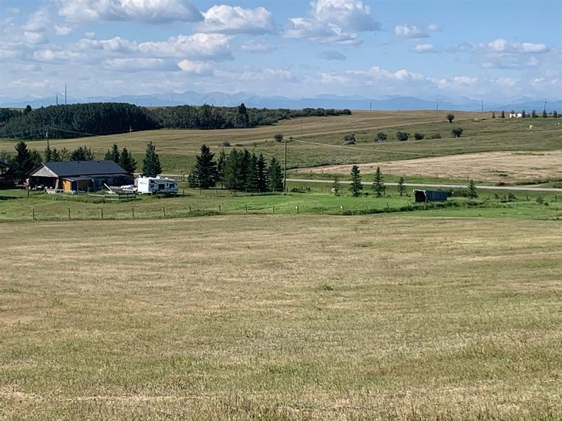 FEATURED LISTING: 106 TRAILS  END Road Cochrane