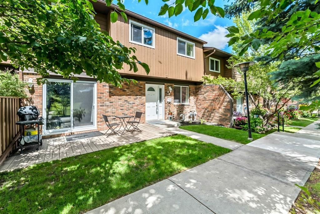 Main Photo: 60 287 SOUTHAMPTON Drive SW in Calgary: Southwood Row/Townhouse for sale : MLS®# A1120108