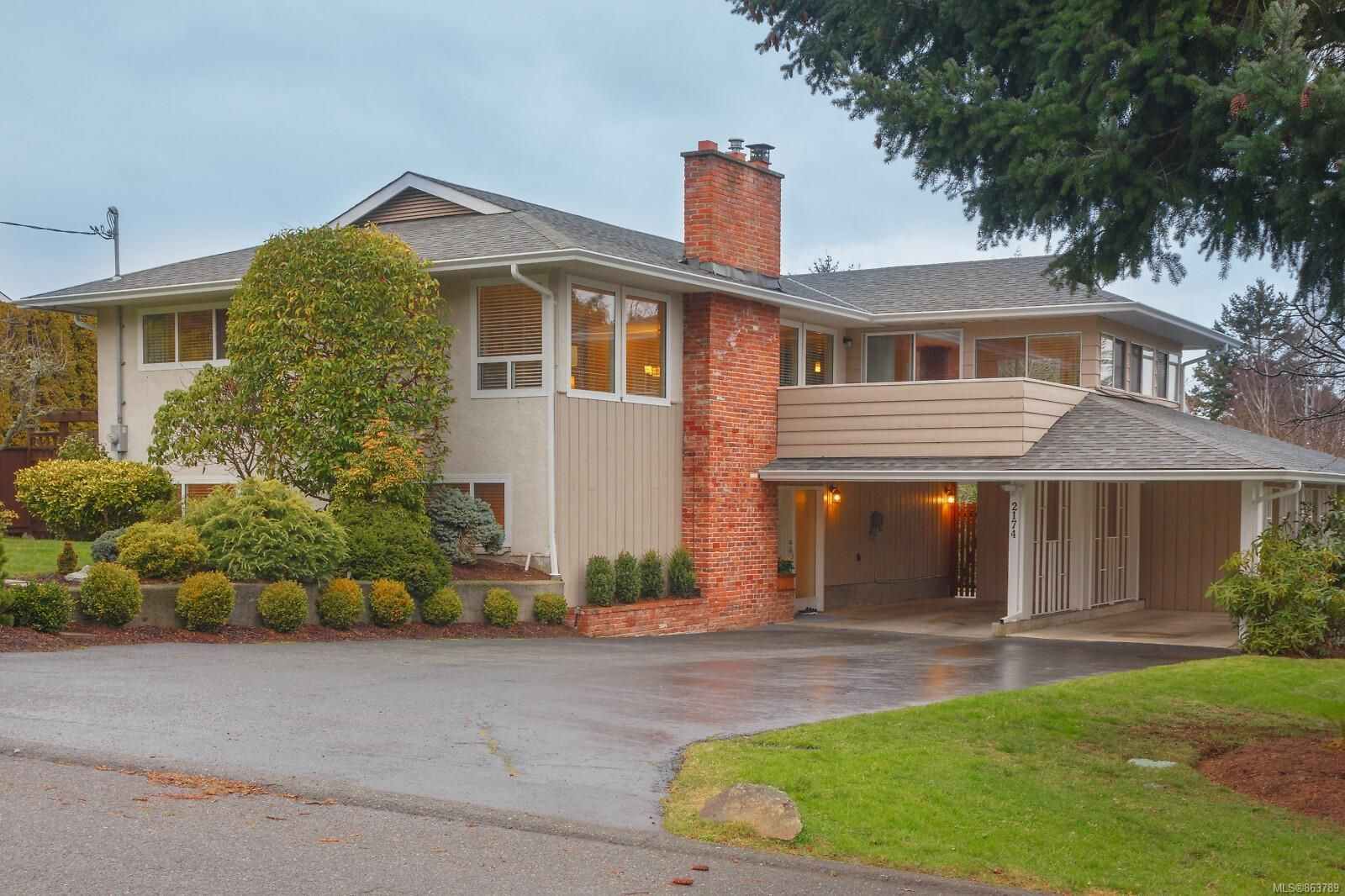 Beautiful family home in the popular Arbutus Cove area