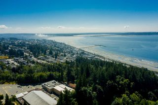 """Photo 6: 14528 SATURNA Drive: White Rock House for sale in """"Upper West White Rock"""" (South Surrey White Rock)  : MLS®# R2483571"""