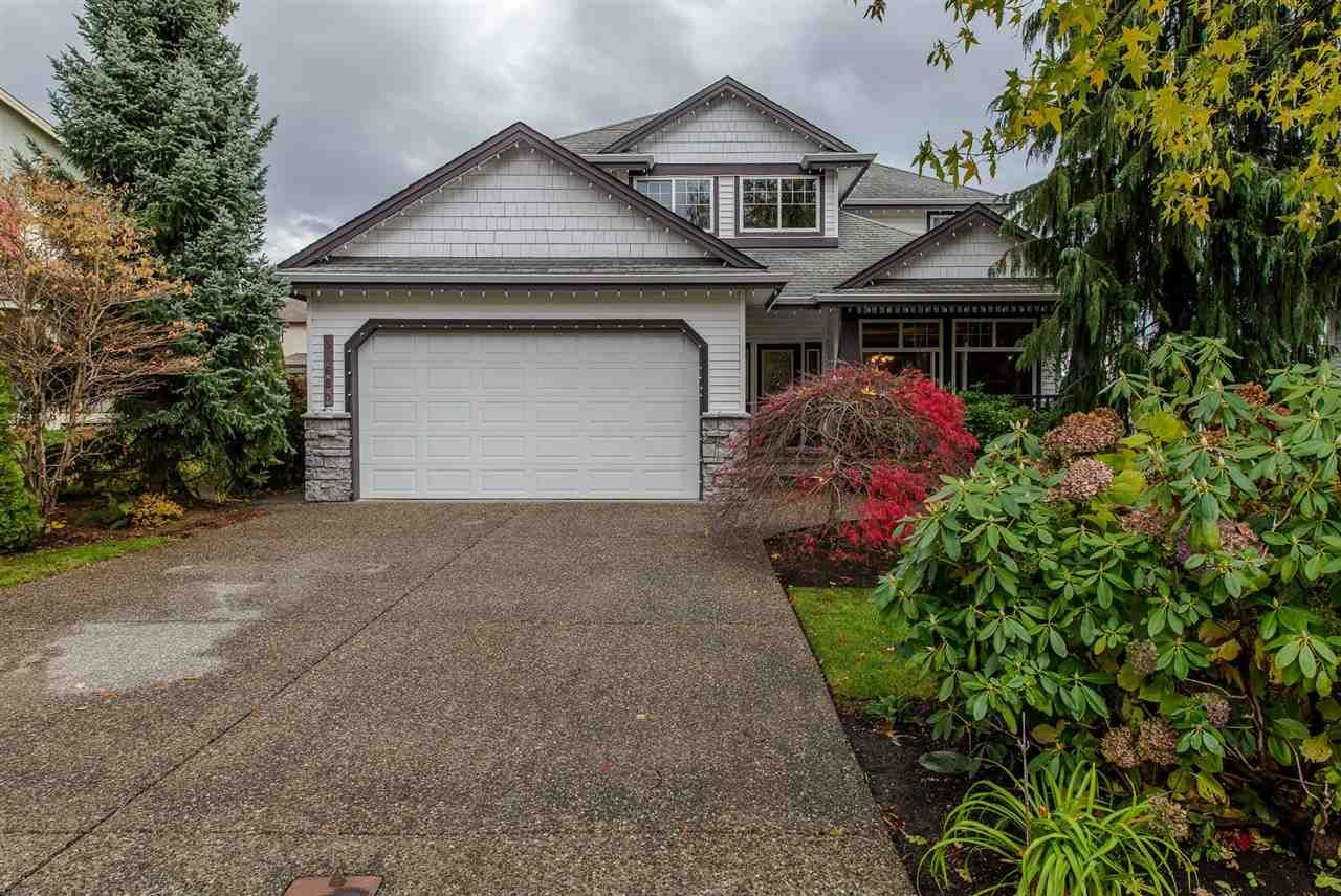 Main Photo: 31680 AMBERPOINT Place in Abbotsford: Abbotsford West House for sale : MLS®# R2452368