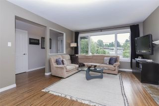 Photo 3: 923 PLYMOUTH Drive in North Vancouver: Windsor Park NV House for sale : MLS®# R2252737