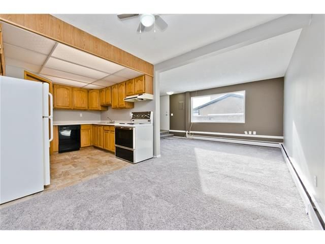 Photo 9: Photos: 118 3809 45 Street SW in Calgary: Glenbrook House for sale : MLS®# C4096404
