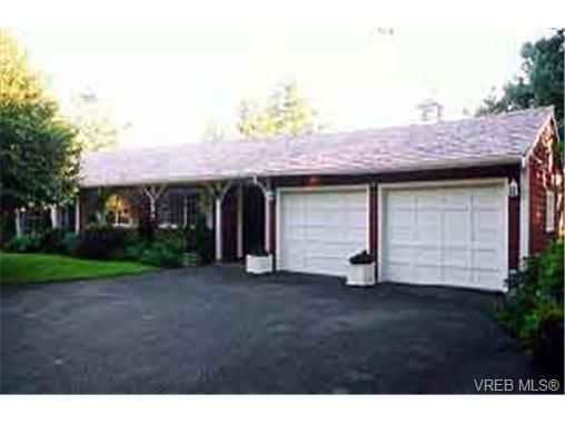 Main Photo: 2939 Sea Point Dr in VICTORIA: SE Ten Mile Point House for sale (Saanich East)  : MLS®# 192009