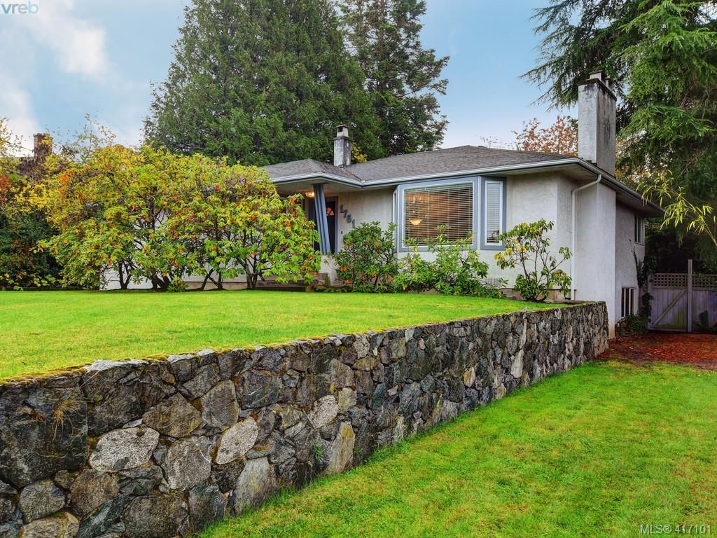 Photo 2: Photos: 1761 Ash Rd in VICTORIA: SE Gordon Head House for sale (Saanich East)  : MLS®# 827352