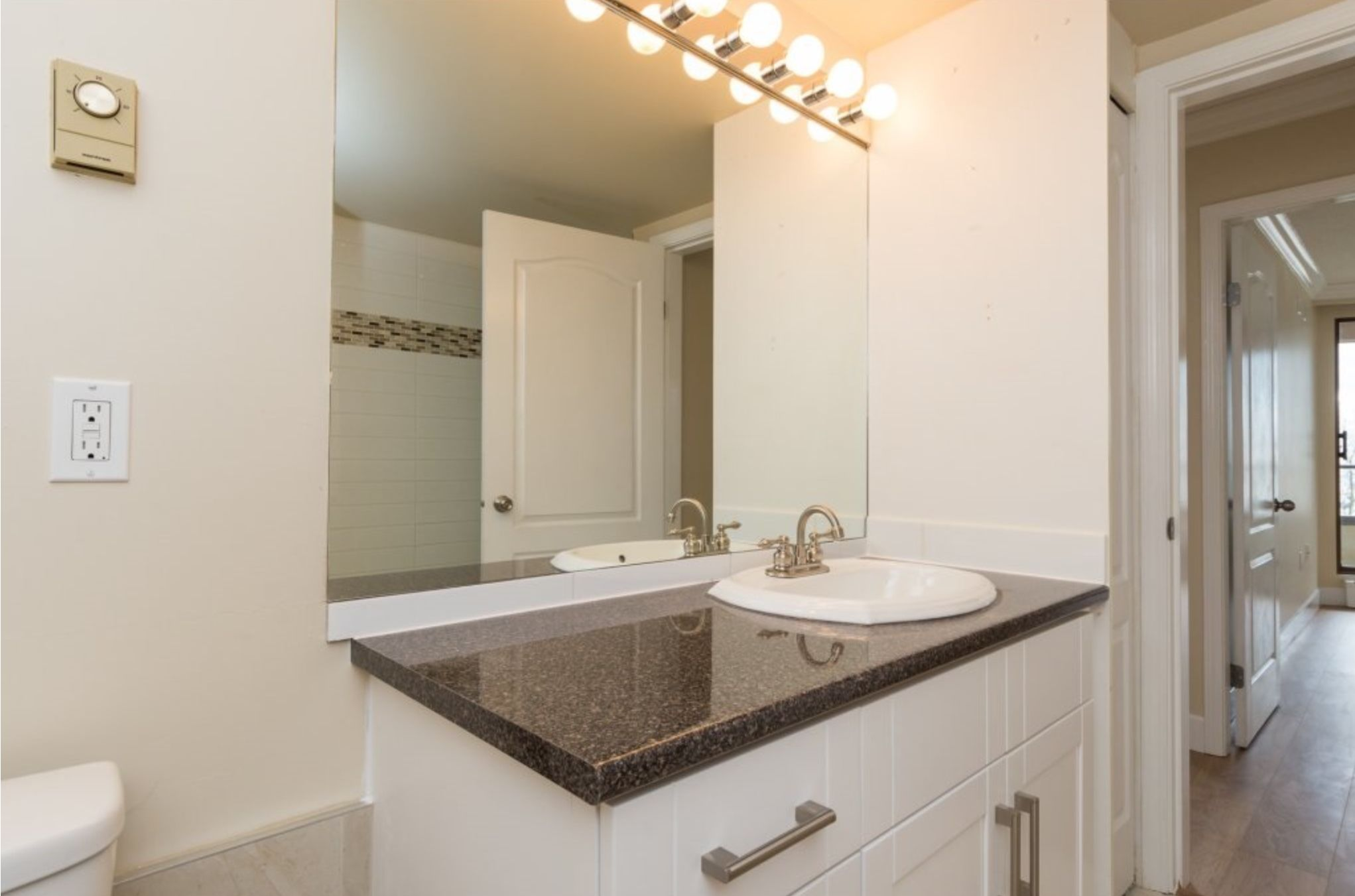 Photo 13: Photos: 410, 15111 Russell Avenue: White Rock Condo for sale (South Surrey White Rock)  : MLS®# R2152299