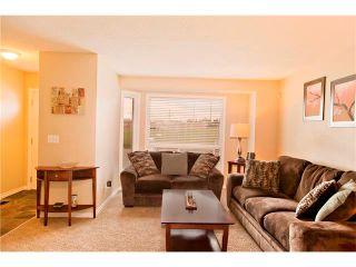 Photo 4: 94 123 QUEENSLAND Drive SE in Calgary: Queensland House for sale : MLS®# C4027673