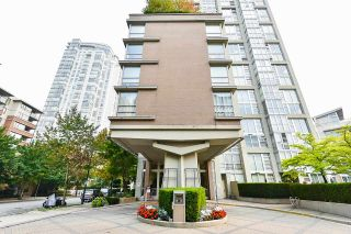 """Photo 34: 1902 1228 MARINASIDE Crescent in Vancouver: Yaletown Condo for sale in """"Crestmark II"""" (Vancouver West)  : MLS®# R2582919"""