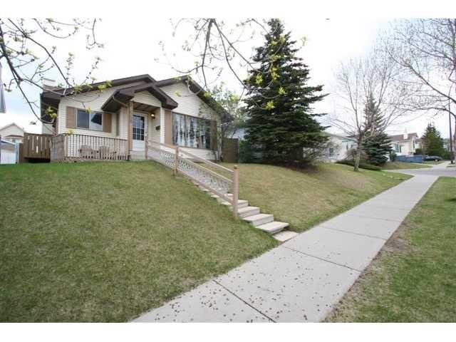 Main Photo: 668 MACEWAN Drive NW in CALGARY: MacEwan Glen Residential Detached Single Family for sale (Calgary)  : MLS®# C3523462