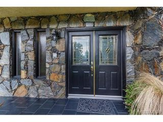 Photo 2: 1891 Hillcrest Ave in VICTORIA: SE Gordon Head House for sale (Saanich East)  : MLS®# 753253
