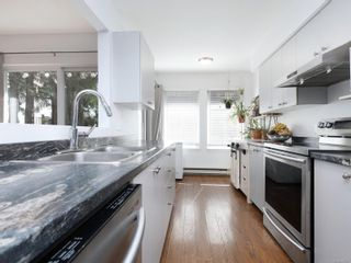 Photo 8: 12 2669 Shelbourne St in : Vi Jubilee Row/Townhouse for sale (Victoria)  : MLS®# 869567
