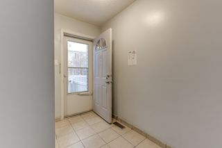 Photo 4: 33 AMBERLY Court in Edmonton: Zone 02 Townhouse for sale : MLS®# E4261568