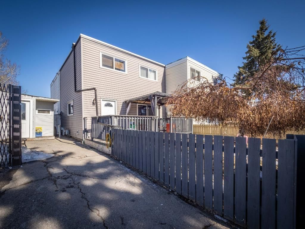 Main Photo: 3910 29A Avenue SE in Calgary: Dover Row/Townhouse for sale : MLS®# A1077291