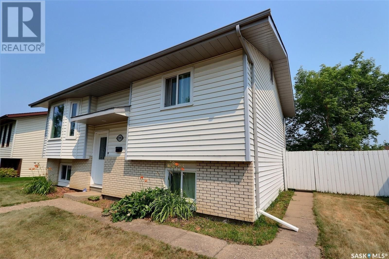 Main Photo: 2996 15th AVE E in Prince Albert: House for sale : MLS®# SK864550