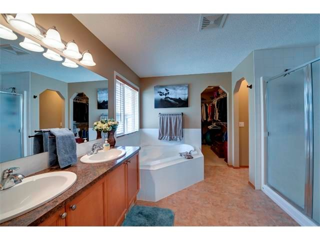 Photo 12: Photos: 21 MORNINGSIDE Bay SW: Airdrie House for sale : MLS®# C4011063