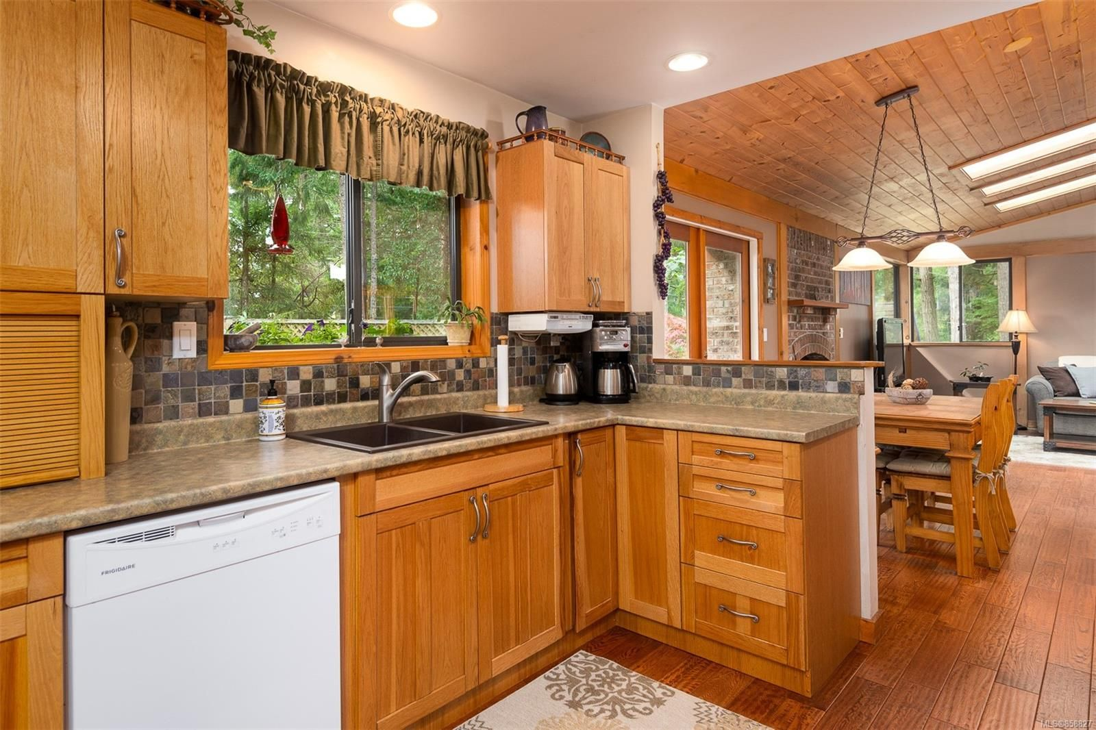 Photo 8: Photos: 1137 North End Rd in : GI Salt Spring House for sale (Gulf Islands)  : MLS®# 858827