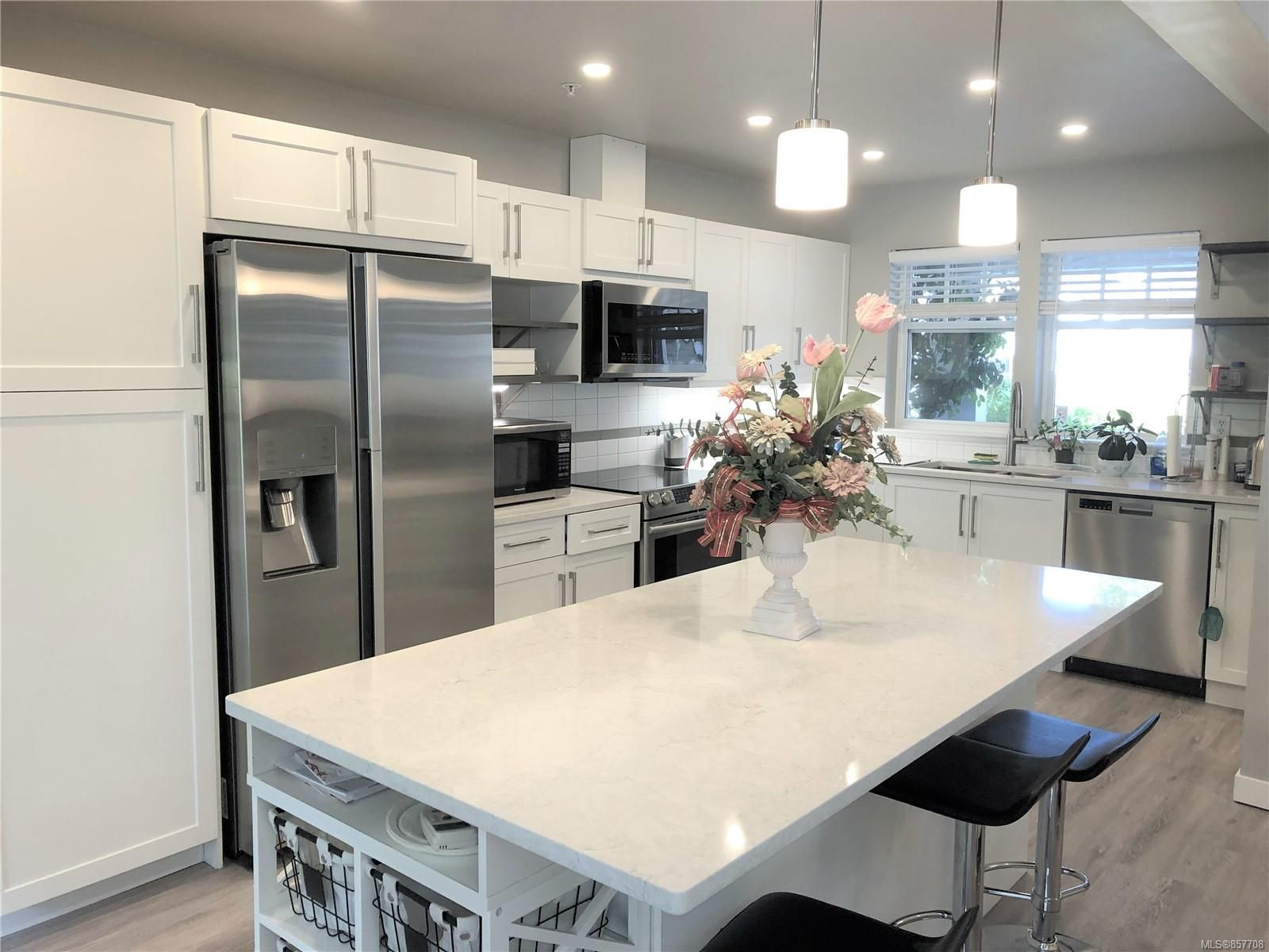 Photo 3: Photos: 6151 Bellflower Way in : Na North Nanaimo Row/Townhouse for sale (Nanaimo)  : MLS®# 857708