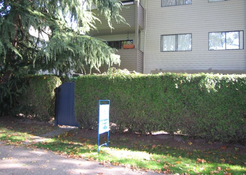 """Main Photo: 1424 WALNUT Street in Vancouver: Kitsilano Condo for sale in """"WALNUT PLACE"""" (Vancouver West)  : MLS®# V614832"""
