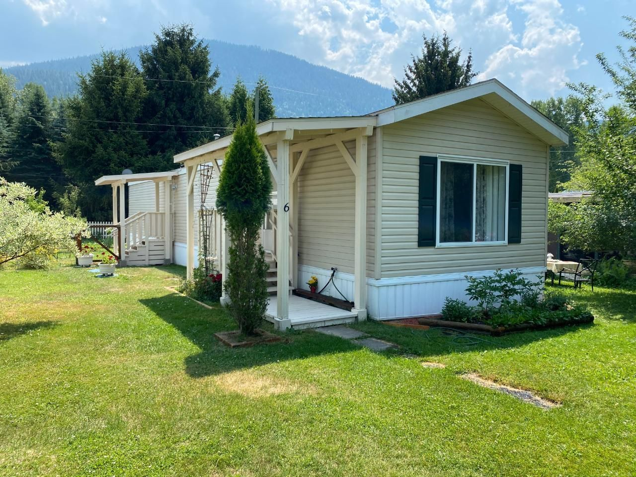 Main Photo: 6 - 2916 GEORAMA RD in Nelson: House for sale : MLS®# 2459690