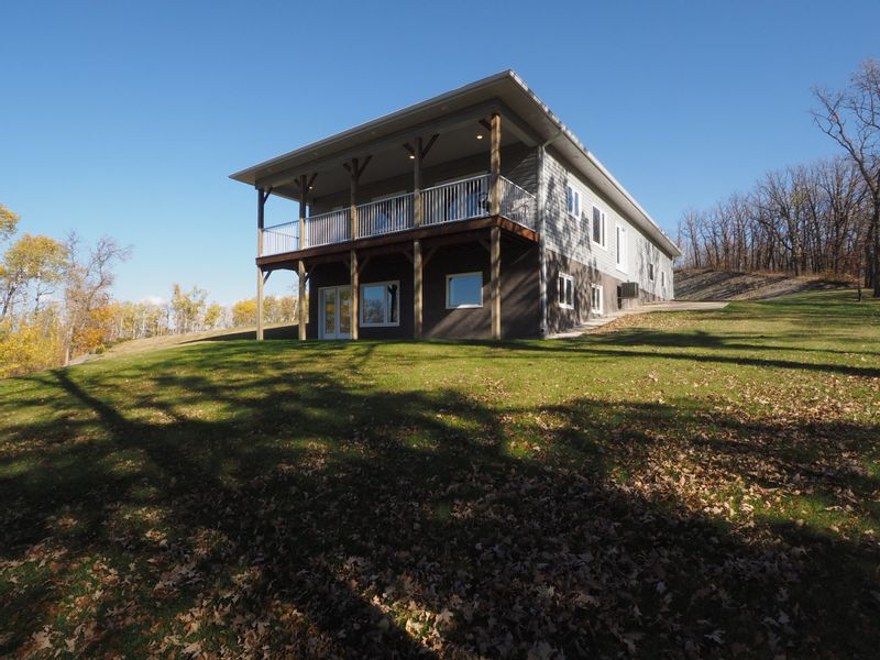 FEATURED LISTING: 56083 37N Road Treherne