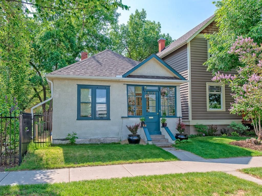 Main Photo: 809 1 Avenue NW in Calgary: Sunnyside Detached for sale : MLS®# C4189649