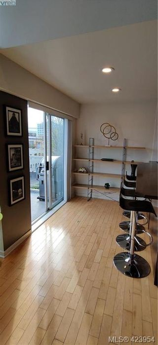 Photo 12: 302 1721 Quadra St in VICTORIA: Vi Central Park Condo for sale (Victoria)  : MLS®# 837254