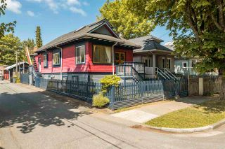 """Photo 2: 1021 SEMLIN Drive in Vancouver: Grandview Woodland House for sale in """"COMMERCIAL DRIVE"""" (Vancouver East)  : MLS®# R2584529"""