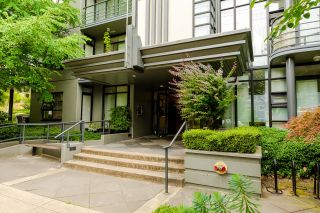 """Photo 1: 207 2828 YEW Street in Vancouver: Kitsilano Condo for sale in """"Bel-Air"""" (Vancouver West)  : MLS®# R2611866"""