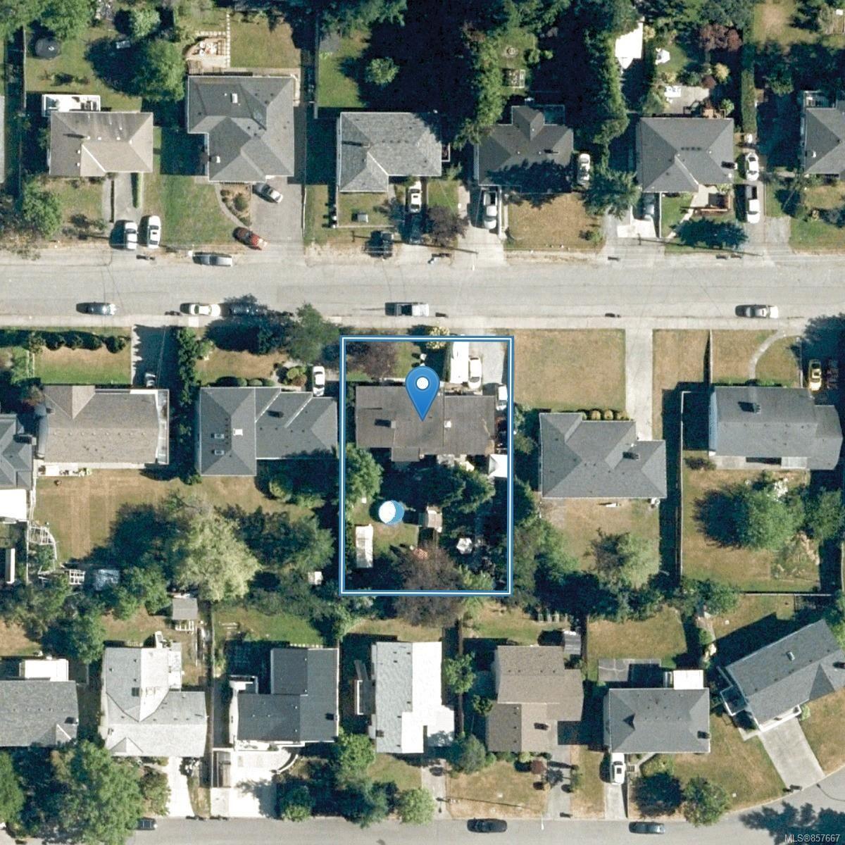 Photo 11: Photos: 1853 Fairburn Dr in : SE Lambrick Park House for sale (Saanich East)  : MLS®# 857667