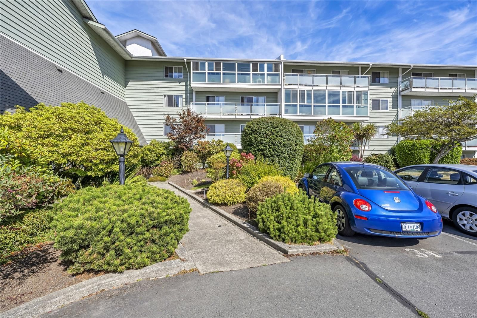 Main Photo: 407 1490 Garnet Rd in : SE Cedar Hill Condo for sale (Saanich East)  : MLS®# 885641