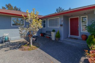 Photo 2: 899 Currandale Crt in : SE Lake Hill House for sale (Saanich East)  : MLS®# 871873