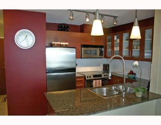 """Photo 7: 1006 833 AGNES Street in New_Westminster: Downtown NW Condo for sale in """"THE NEWS"""" (New Westminster)  : MLS®# V759639"""