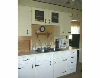 Photo 3: 870 ABERDEEN Avenue in Winnipeg: North End Single Family Detached for sale (North West Winnipeg)  : MLS®# 2611554