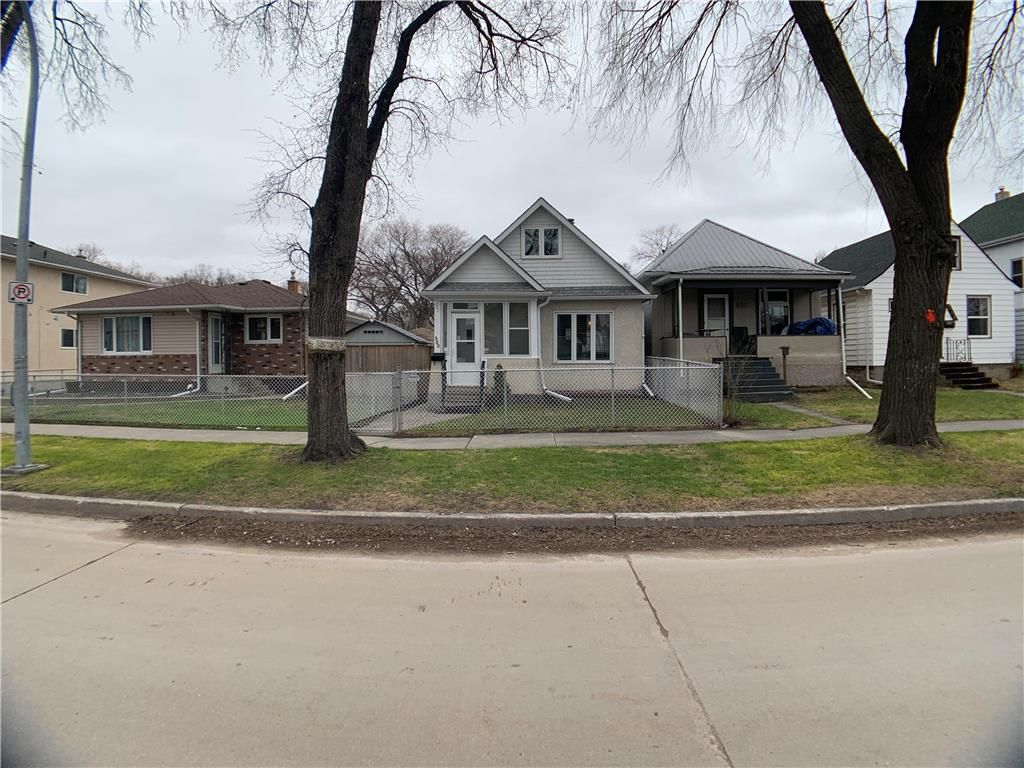 Main Photo: 500 Carlaw Avenue in Winnipeg: Fort Rouge Residential for sale (1Aw)  : MLS®# 202009248
