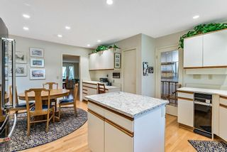 Photo 11: 20 140 STRATHAVEN Circle SW in Calgary: Strathcona Park Semi Detached for sale : MLS®# C4306034