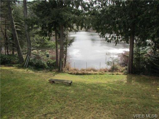 Photo 5: Photos: 725 Martlett Dr in VICTORIA: Hi Western Highlands House for sale (Highlands)  : MLS®# 662045