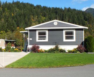 "Photo 2: 60 65367 KAWKAWA LK Road in Hope: Hope Kawkawa Lake Manufactured Home for sale in ""CRYSTAL RIVER COURT"" : MLS®# R2623976"